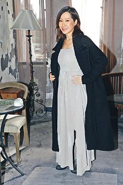 ※有4個月身孕的Jade,昨到廢置廠房拍新歌《空心人》MV,並笑言從未見過自己胸部出現如此震撼的巨變。