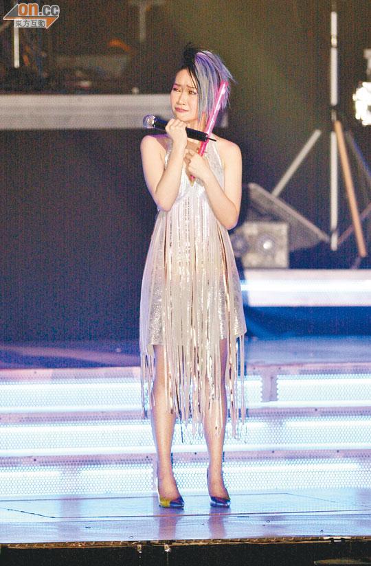 關心妍清楚歌迷愛聽她唱慘情歌,她亦曾經唱到喊。(資料圖片)