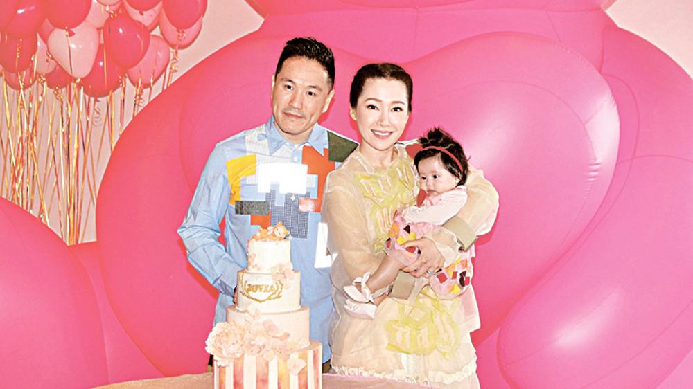 關心妍去年誕下女兒Jovia,一家三口幸福滿載。