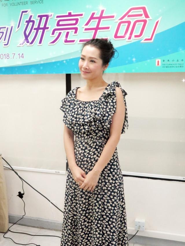 2018年7月14日 蘋果日報(即時娛樂)善心人到處有成立基金會教唱歌 關心妍孖老公親力親為 d