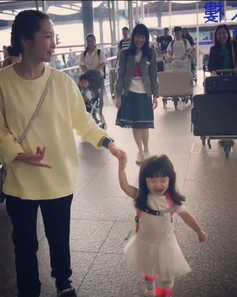 今年八月,Jade帶著心心到泰國旅行,「(心心)一到機場就開心到尖叫,她還記得小時候跟我們一起去旅行。」