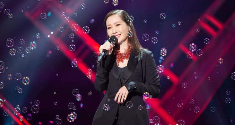 2018年12月3日 明周娛樂 內地歌迷舉牌支持 關心妍唱16年前出道作a