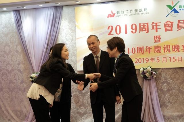 今年是《香港傑出義工會》10周年,主席車淑梅榮升為榮譽會長,而一直推動傑出義工的Jade,將升任為義工會副主席。