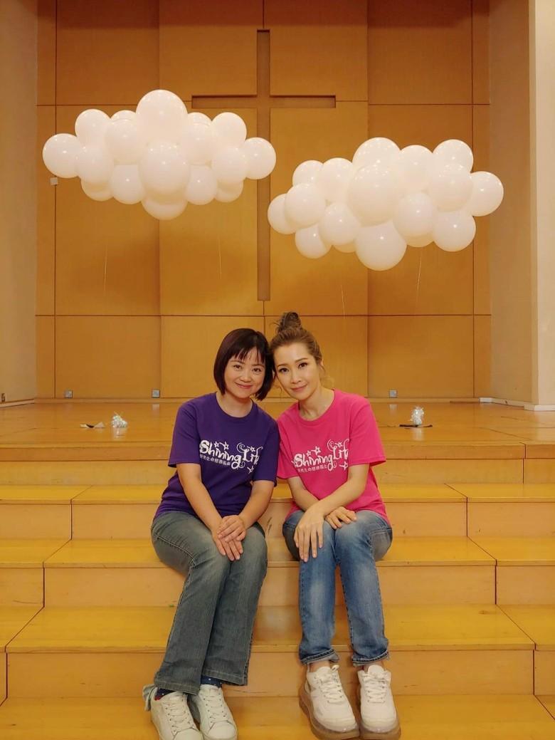關心妍(右)今次係同本地兒歌創作歌手嘉芙姐姐合作。
