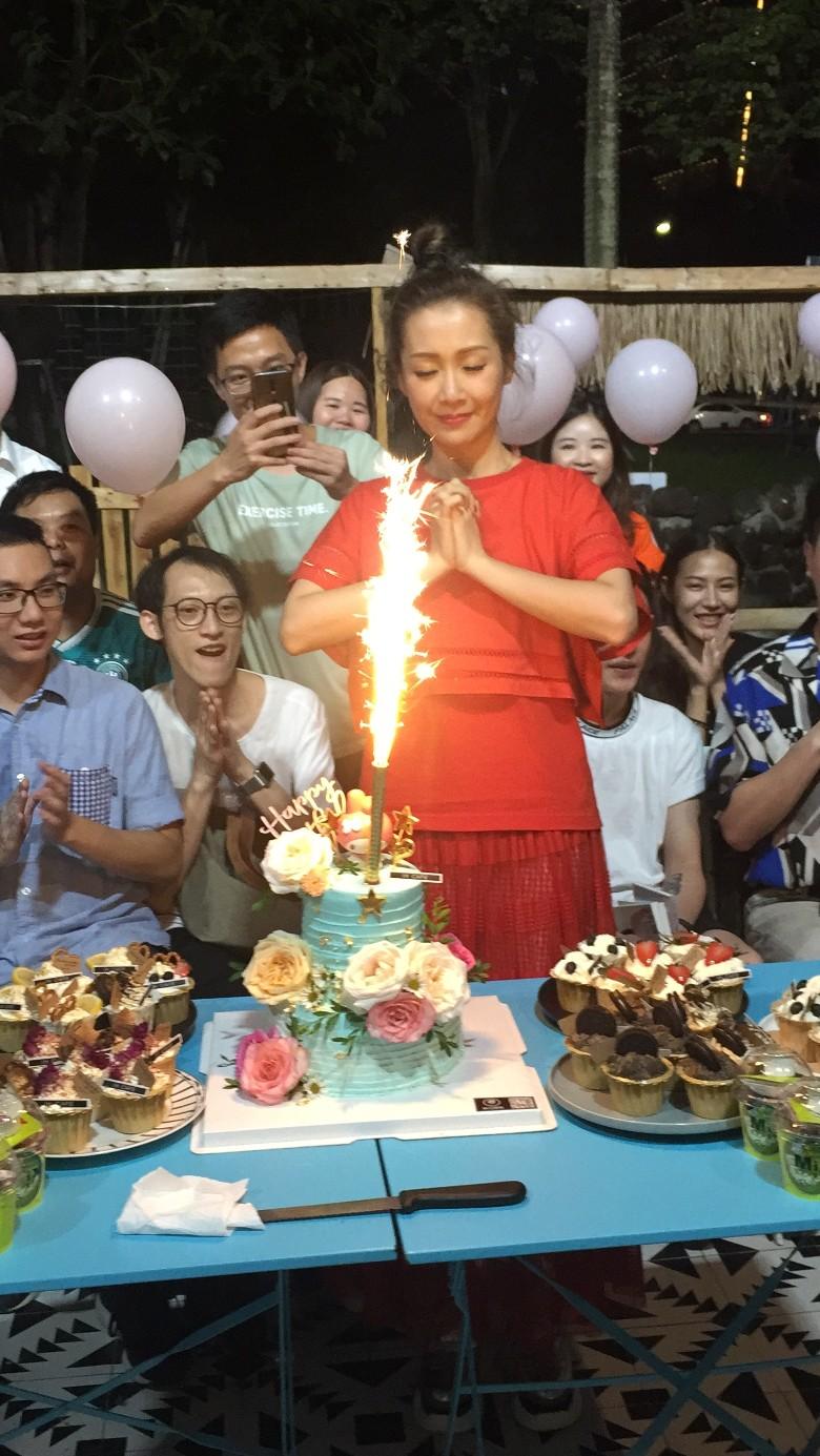 關心妍日前獲歌迷同佢一齊慶祝生日。