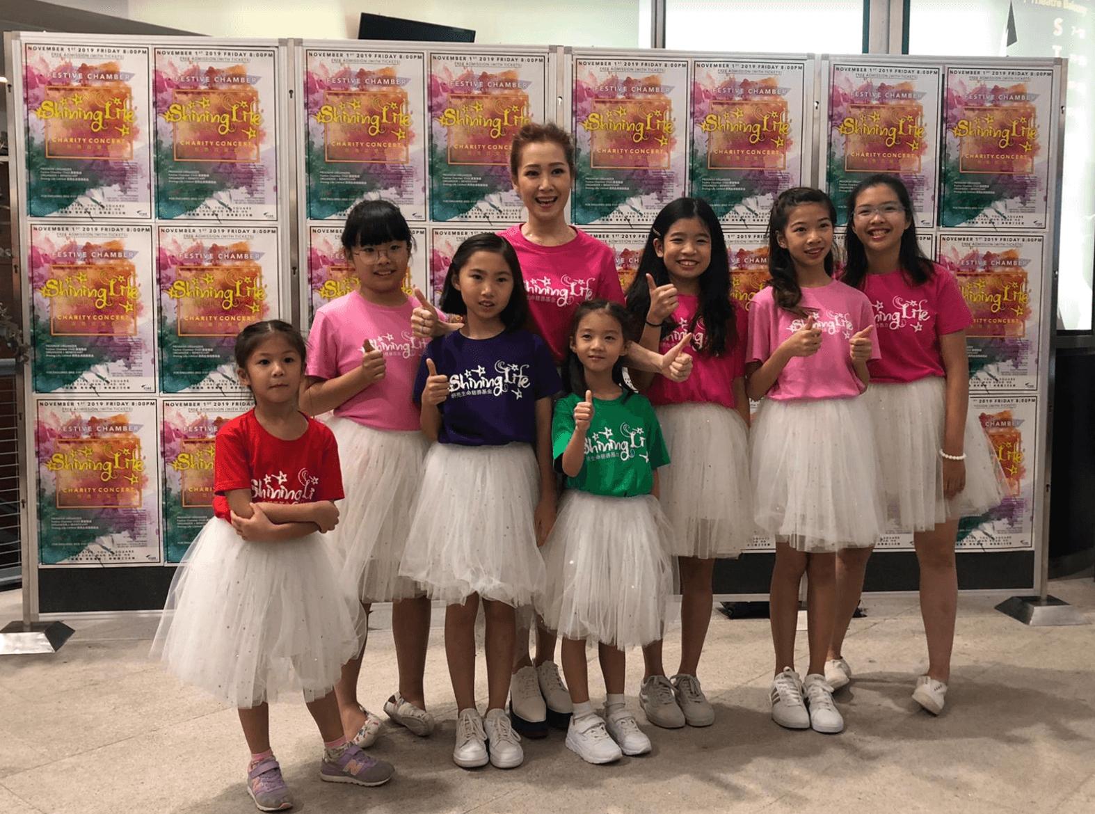 Jade特別在音樂學院「Shining Life Music」挑選七位學生,為音樂會做opening獻唱《Over the Rainbow》。