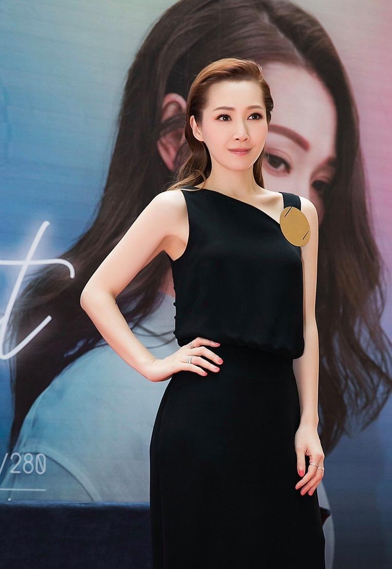 2019年11月12日Hong Kong Singer Channel fb Channel特寫關心妍望一兩年後與愛女齊齊義唱a
